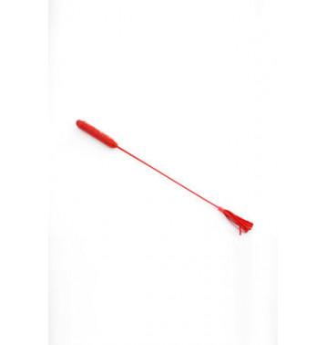 Стек с кисточками на конце красный