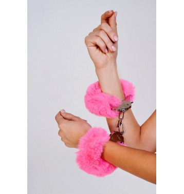Шикарные наручники с пушистым розовым мехом (Be Mine)